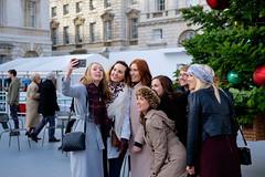 Girls taking a selfie. Christmas time in London, England (Kristoffer Trolle) Tags: selfie london christmas christimas girls fujifilmxe2 fujifilmxf35mmf2