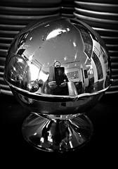 Zusammenzuckerdose (Maquarius) Tags: zuckerdose selfie kugel silber teller untertassen cafe spiegelung reflexion glanz
