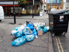 20181115T14-12-21Z (fitzrovialitter) Tags: peterfoster fitzrovialitter city camden westminster streets urban street environment london fitzrovia streetphotography documentary authenticstreet reportage photojournalism editorial daybyday journal diary captureone olympusem1markii mzuiko 1240mmpro microfourthirds mft m43 μ43 μft