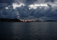 Marseille (Maxofmars) Tags: marseille marsella marsiglia france francia europe europa mer sea mar méditerranée mediterraneo sunset nuages clouds nubes bateau boat