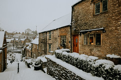 A Cotswold Winter... (Jess Feldon) Tags: cottages cosy tetbury gloucestershire cotswolds jessfeldon lookslikefilm window snow old happyfencefriday hff stonewall snowday thechippingsteps