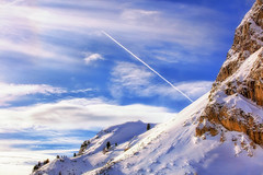 Cold War (Gio_guarda_le_stelle) Tags: dolomiten dolomiti dolomites mountainscape mountain falzarego snow italy veneto plane flying luce light sunbeams sun clouds cielo sky open air wind fresh ice space freedom