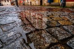 Kopfsteinpflasterregen (carsten.plagge) Tags: 2019 a6300 januar kopfsteinpflaster pfützen rathaus regen sony stadtmarkt wolfenbüttel niedersachsen deutschland de