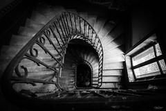 Depuis le palier du deuxième (olivier.debot) Tags: marches escalier maincourante fenêtre volet persienne acier château abandoned decay abandonner explorer nikon exploration d7100 urbex rurex