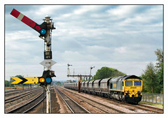 Memories (david.hayes77) Tags: cargo freight 4r35 freightliner shed class66 66509 2013 barnetby barnetbylewold lincs lincolnshire semaphores tsbg wrawbyjunctionsignalbox coal