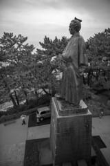 Statue of Sakamoto Ryoma(坂本龍馬像) (Hideki-I) Tags: statue sakamotoryoma 坂本龍馬 桂浜 高知 kochi nikon d850 2470 rainy 雨 monochrome blackandwhite bw 白黒 黑白