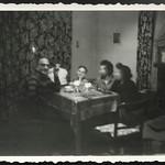 Archiv R827 Winterabend am Tisch, 1960er thumbnail