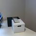 Schreibtisch mit iMac Bildschirm und Tastatur umfunktioniert zu selbstgebautem Stehpult
