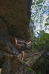 Joana na entrada da gruta (mcvmjr1971) Tags: yellow nikon d800e lens sigma 2435mm art f20 caverna gruta spar marica brasil 2019 mmoraes trilha subsolo silhueta luz sombra