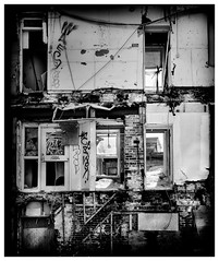 _DSC5085-Mr (gillesporlier) Tags: house maison old vieux demolition monochrome bnw noiretblanc blackandwhite graffiti lightroom