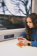 LVDQ2226 (idefleunam) Tags: uk scotland edinburgh christmas train tissues trees speed girl hair blonde curly smartwatch applewatch phone iphone red nails necklace blu blue jumper