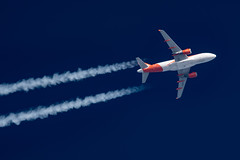 EasyJet Airbus A319-111 G-EZFT (Thames Air) Tags: easyjet airbus a319111 gezft contrails contrailspotting