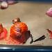 Gebackene, aufgeplatzte Tomaten im Backofen mit Zwiebeln und Chili