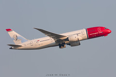 Norwegian B787-8 LN-LNB (José M. Deza) Tags: 201885 b7878 bcn boeing dreamliner elprat lebl lnlnb norwegain planespotting spotter aircraft