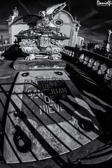 Marqueses de San Juan de Nieva (danielfi) Tags: carriona avilés cementerio cementery blanco negro black white bw byn asturias arquitectura architecture monumento monument estatua statue arte art