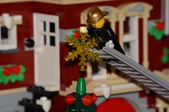Decorating (356/365) (Tas1927) Tags: 365the2018edition 3652018 day356365 22dec18 lego minifigure minifig