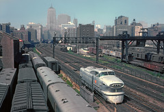 CRIP Aerotrain #3's Power from the Roosevelt Road Viaduct, Chicago, IL in August 1962 Rick Burn photo (jsmatlak) Tags: chicago rock island lasalle street trian commuter railroad engine locomotive downtown loop