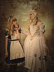 Alice & The White Queen 😍 (familycosplayuk) Tags: sakizocosplay whitequeencostume alicethroughthelookingglass miranacosplay familycosplay ukcosplay cosplay mcmbirmingham mcmcomiccon alicesworldcosplay alicesworld sakizoucosplay throughthelookingglass alicecosplay whitequeencosplay sakizou sakizo whitequeen thewhitequeen