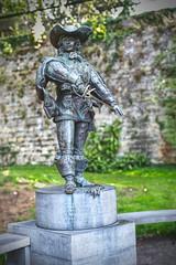 Comte d'Artagnan (enneafive) Tags: musketeer dartagnan french maastricht statue wall green bronze fujifilm xt2 affinityphoto