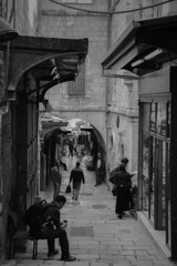 Via Dolorosa - Old City of Jerusalem Israel (mbell1975) Tags: jerusalem jerusalemdistrict israel il via dolorosa old city jlm middleeast middle east altstadt historic ancient יְרוּשָׁלַיִם bw