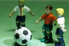 fussball (Elisabeth patchwork) Tags: fussball spielzeugfigur macromondays hobby soccer ball toys 20190114 macro toy