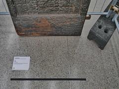 Joseph Beuys: Door Türe Burned door with hare ears and heron skull (1954/1956 82.68 inch x 42.52 inch x 3.94 inch)  museum moderner kunst stiftung ludwig wien Inventory number: P 109/0 (hedbavny) Tags: studio atelier ateliertüre studiotüre door düre beuys josephbeuys art kunst objettrouvé absperrung gitter fence baustellengitter beschriftung titel line schwarz black burned verbrannt craquelure craquelé cracked textur braun brown holz wood rost rust brand feuer verkohlt museum mumok museummodernerkunststiftungludwig inventar ausstellung exhibition museumsquartier mq hasenohren ohr ear hare hase fell tierpräparat skull schädel heron skelett sceleton reiher vogel bird wien vienna austria österreich hedbavny detail aktion aktionismus fluxus