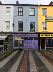 Central Furniture Stores (Rhisiart Hincks) Tags: corc cork corcaigh dùinte closed dúnta argau serret fermé itxita shops dendak stalioù siopaí bùithean siopau purple pourpre porffor limestra corcair porpaidh more púrpura lila фиолетовый фіолетовий lilla purpuraj purpurs purpurinis nachový μωβ סגול أرجواني 紫 パープル vjollcë purpurne purppuraviitta iwerzhon ireland iwerddon ирландия iwerdhon irsko ιρλανδία éire èirinn īrija irlanda 爱尔兰 írország airija 愛爾 lliwgar amryliw lesliv colourful colorful koloretsu dathach dathannach ildaite