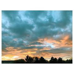 Chorweiler Rising #cloudporn #sunrise #sonnenaufgang #wolken #blueorange #vsco #vscocam