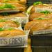 Knusprige Sandwiches mit unterschiedlichen Füllungen von It's Fresh in Verkaufsauslage