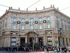 Milano (37) (pensivelaw1) Tags: italy milan statues trump starbucks romanruins thefinger trams cakes architecture
