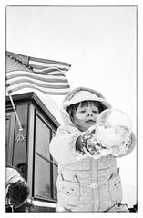 Snow fun with Grandma and Opa! (Heinz9577961) Tags: leicam2 ilfordhp5iso400 hc110b552 18ºcself developmonochromeleonafilmbwblack whitesnow funvoigtländer color skopar 35mm f25 ii