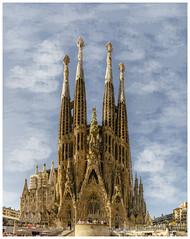 La sagrada familia Barcelone_Catalogne (regis.muno) Tags: nikond7000 barcelone catalogne espagne ville cité ciudad cathedrale barcelona lumière cataluña luz sagradafamilia gaudipano panoramaphotoshop