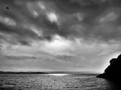 Spiraglio di sole (ioriogiovanni10) Tags: fotografo coolpix mare nuvole sole sun sea cloud mer nikon