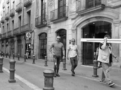 barcelona (gerben more) Tags: barcelona streetscene streetlife street spain people blackwhite monochrome