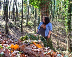 Wood (Concetta Scaramuzzi) Tags: leaves autunno autumn wood italia bosco italy model curvymodel curvy cold girl beautiful beautifulgirl
