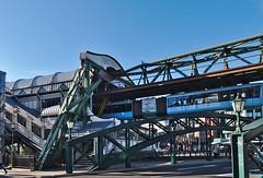 Schwebebahn Station in Wuppertal/Germany (diarnst) Tags: schwebebahn wuppertal schwebebahnstation himmel sky lanterns blau blue fahrgerüst brücke bridge laternen