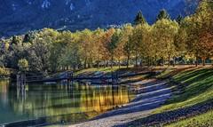 Riflessi dorati (giannipiras555) Tags: lago riflessi colori autunno barche alberi natura ponte spiaggia riva collina panorama foliage
