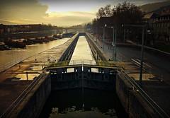 Die Schleuse an der Alten Mainbrücke in Würzburg (Maquarius) Tags: schleuse main alte mainbrücke würzburg mainfranken unterfranken franken