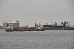 Causeway (Hugo Sluimer) Tags: nlrtm onzehaven portofrotterdam port haven nederland zuidholland holland nikon nikond500 d500