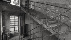 2019-01-16_06-59-54 (wiktor_furmaniak) Tags: blackandwhite stairs stairway staircase decay exploration forgotten lostplaces