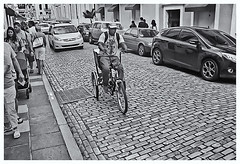 Fotografía Callejera (Street Photography) (Samy Collazo) Tags: pentaxauto1101978 pentax11018mmf28 pentaxmini pentax 110format formato110 smallformat formatopequeño sanjuan oldsanjuan viejosanjuan puertorico bn bw