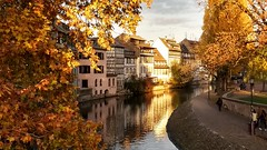 Strasbourg_02 (rhomboederrippel) Tags: rhomboederrippel november 2018 motorola europe france alsace strasbourg lapetitfrance historic citycentre citycenter altstadt eveninglight sunset sunny clearsky tree autumn ill river house path astoundingimage g5