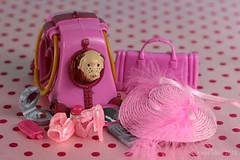 ACCESORIA FEMINO ROSA || PINK FEMALE ACCESSORIES (Anne-Miek Bibbe) Tags: accesoriofemenino femaleaccessories roze pink rosa rose accessoires speelgoed toy spielzeug giocattoli juguetes bringuedos jouets barbie poppenhuis dollhouse canoneos700d canoneosrebelt5idslr annemiekbibbe bibbe nederland 2018 sombrero hat bag tas bolsa schoentjes littleshoes zapatos lookingcloseonfriday