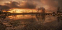 Reflejos. (Amparo Hervella) Tags: embalsedevalmayor comunidaddemadrid españa spain nube paisaje atardecer panorámica reflejo naturaleza largaexposición d7000 nikon nikond7000