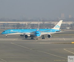 KLM B787-9s PH-BHC and PH-BHL taxiing at AMS/EHAM (AviationEagle32) Tags: amsterdam amsterdamschipholairport ams amsterdamairport amsterdamschiphol schiphol schipholairport schipholviewingterrace eham thenetherlands holland airport aircraft airplanes apron aviation aeroplanes avp aviationphotography avgeek aviationlovers aviationgeek aeroplane airplane planespotting planes plane flying flickraviation flight vehicle tarmac klm klmroyaldutchairlines airfranceklm royaldutchairlines skyteam boeing boeing787 boeing787dreamliner 787 b787 b787dreamliner b7879 b787900 b789 dreamliner phbhc phbhl
