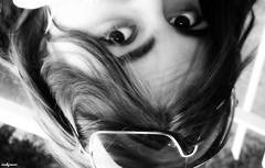 spettacolo (archgionni) Tags: ragazza girl viso face occhi eyes sguardo look occhiali glasses bw rughe capelli hair