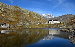 Col Grand St Bernard - Pass (CHAM BT) Tags: lac reflet hospice maison douane route montagne neige frontiere automne herbe jaune lake reflection house border road grass yellow italie italy suisse swiss rando hiking walking pierre rocher stone rocks