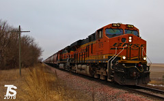 BNSF 7879 Leads EB G844 Grain Train Ackley, IA 12-22-18 (KansasScanner) Tags: iowafalls ackley austinville iowa cn bnsf up train railroad