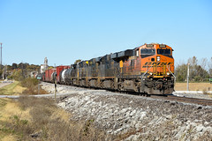 Wrong leader. (Machme92) Tags: bnsf burligrton bn ge gevo railroad railfanning railroads railfans rails rail row railroading csx csxt american nikon