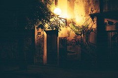 Caminante nocturno (facumjuarez) Tags: house hostel home night dark luz noche pueblo sombras photo image